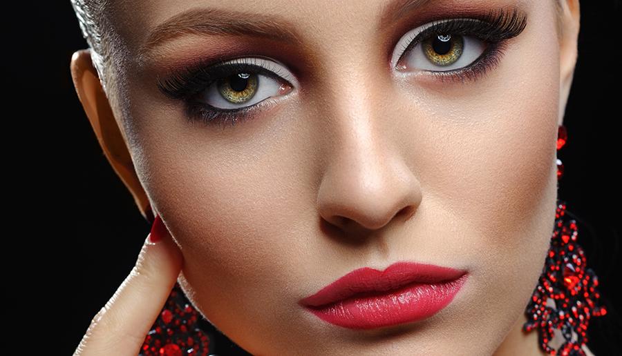 Liftingul facial este o intervenție chirurgicală destinată corectării efectelor îmbătrânirii feței