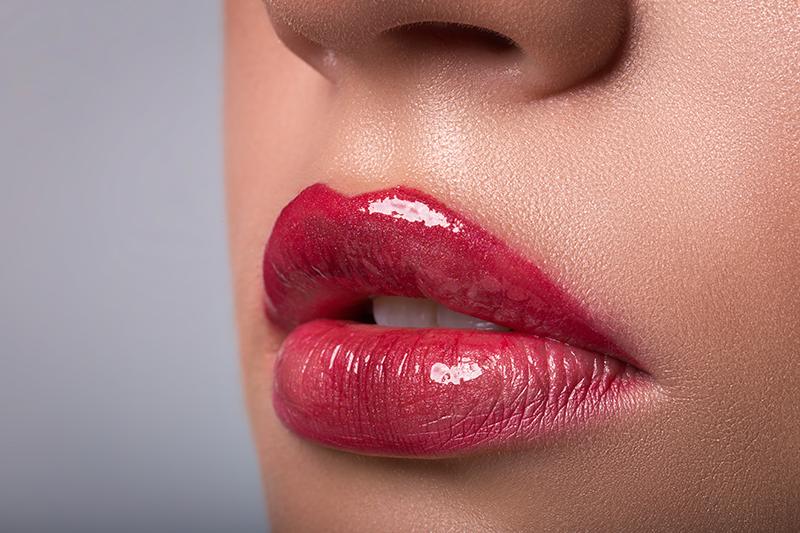 Tratamente injectabile cu acid hialuronic pentru îmbunătățirea aspectului buzelor: formă, volum, structură